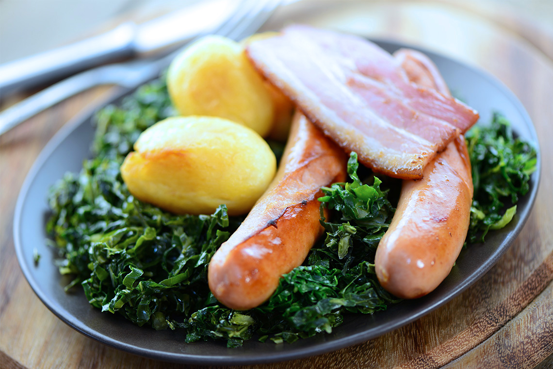Ebenfalls typisch für die regionale Küche ist Grünkohl und Pinkel.