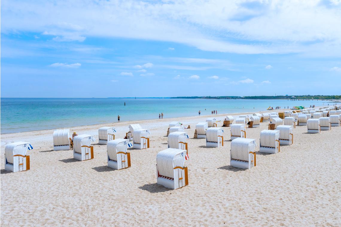 Im Strandkorb am Meer lässt sich der Tag am Besten verbringen.