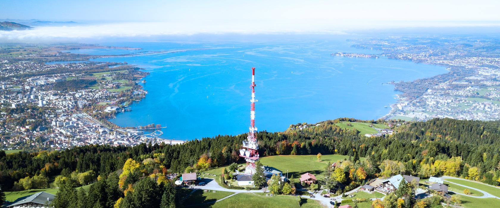 Mit einer Wasserfläche von 536 km² und einer Tiefe von über 250 m ist der Bodensee eines der größten Binnengewässer Europas und ein wahres Paradies für Wassersportler, Naturliebhaber und Aktivurlauber.
