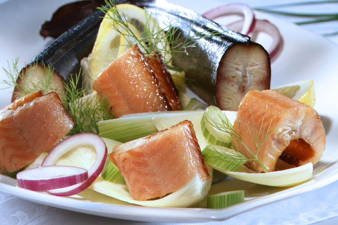Mit frischem Salat, Salzkartoffeln oder Schweizer Rösti ist Fisch aus dem Bodensee in allen Variationen und an jedem Ufer eine beliebte Delikatesse.